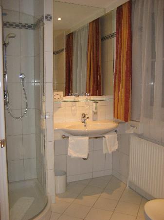 Gesundheitshotel Gugerbauer : Bathroom