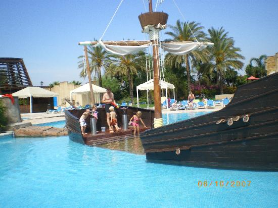 Pirates in the kids pool picture of portaventura hotel for Pool design el paso tx