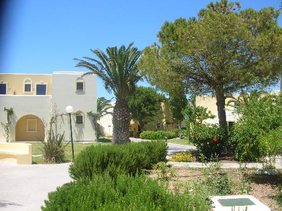 Grecotel Royal Park: Jardin et bugalows