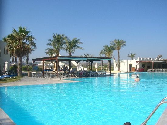 piscine pres de la plage avec les toboggans picture of. Black Bedroom Furniture Sets. Home Design Ideas