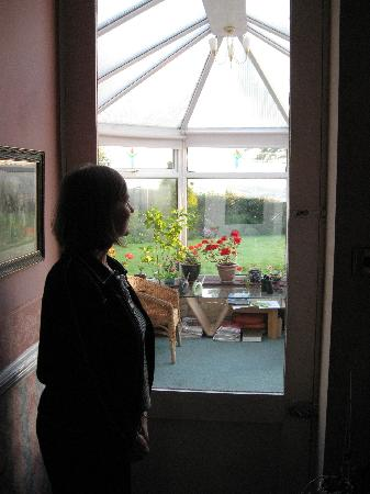 Dowfold House Bed & Breakfast: View toward the conservatory