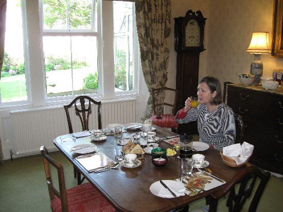 Dowfold House Bed & Breakfast: the breakfast room