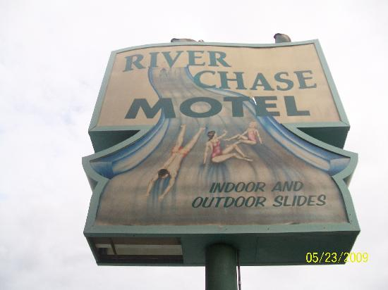 Riverchase Motel: The sign..