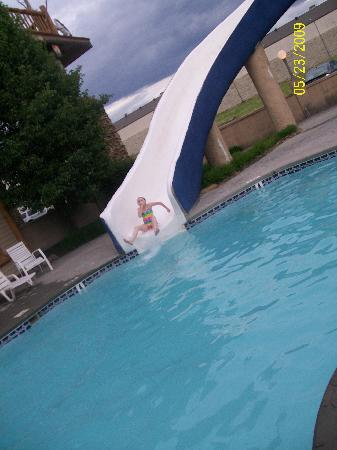 Riverchase Motel: The outdoor waterslide.. Water was a little cool but slide was awesome!!!