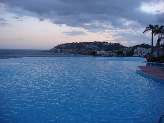 بلايا كاليدا سبا هوتل لوكشوري: piscina exterior