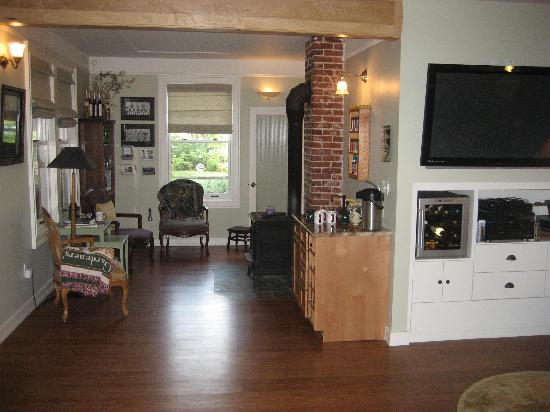 Old Parkdale Inn Bed and Breakfast: living room area