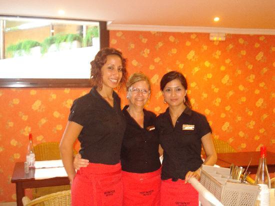 Hotel Luna Club : certaines filles de salle du restaurant
