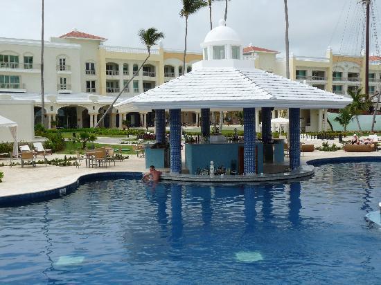 Iberostar Grand Hotel Bavaro: El bar de la piscina