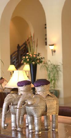 Raffles Hotel Le Royal : Lobby Detail