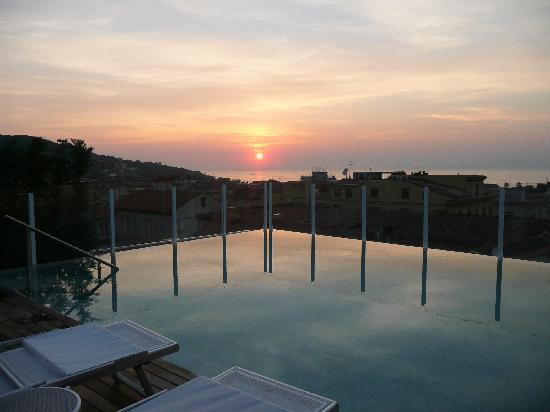 Hotel Plaza: rooftop pool at sunset !!!!