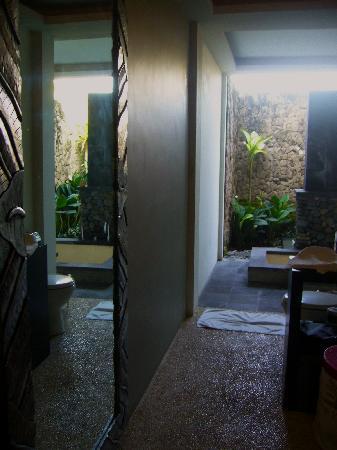 Sitara Padi Villas: Open shower