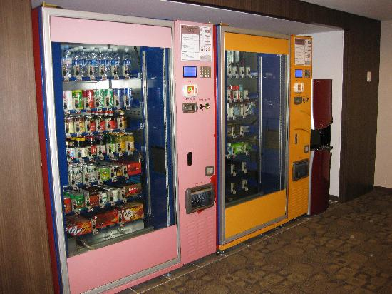 Lotte City Hotel Mapo: Vending machines...