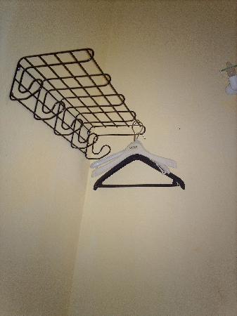Hostel Adler: Amplio armario