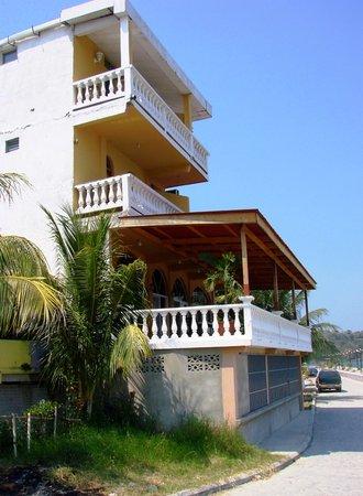 Hotel Villa del Lago: Villa del Lago from causeway