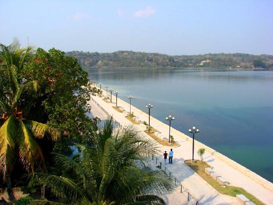 Promenade lake from our room picture of hotel villa for Hotel villa del lago