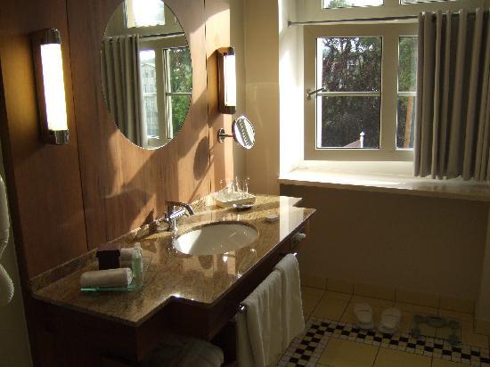 Sofitel Grand Sopot: The massive bathroom
