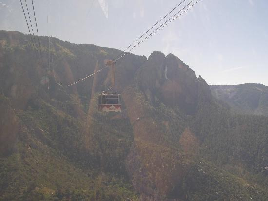 Sandia Peak Tramway: Other tram car ascending
