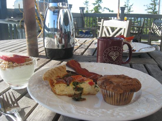 Chateau Chantal Winery and Inn: breakfast, day 1