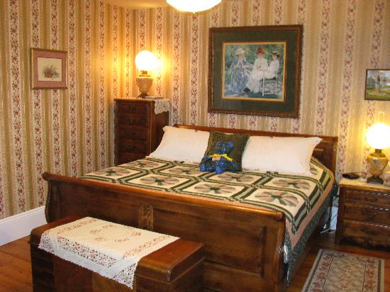 A Seafaring Maiden Bed and Breakfast: A Seafaring Maiden B & B