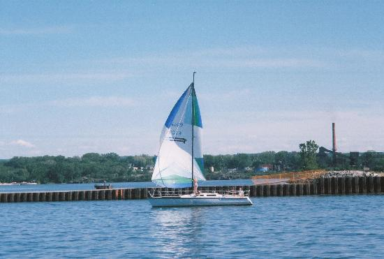 Riviera Motel: Sailboat heading out into Lake Erie