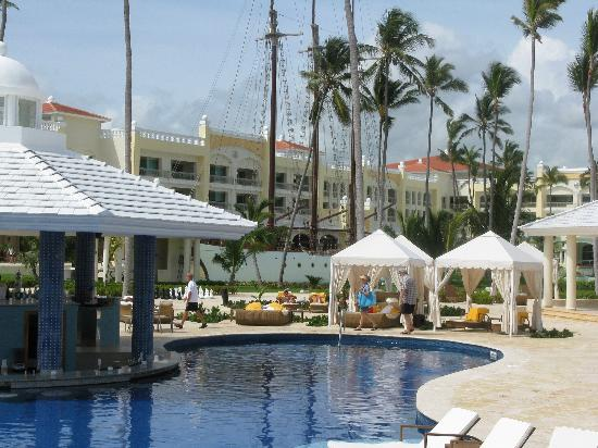 Iberostar Grand Hotel Bavaro: lovely pool area, great drinks!