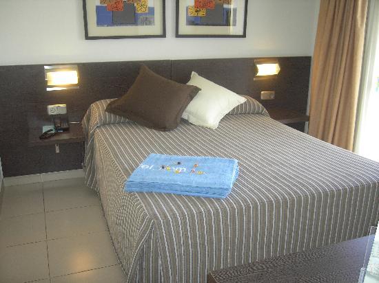 Aqua Hotel Montagut Suites: lit
