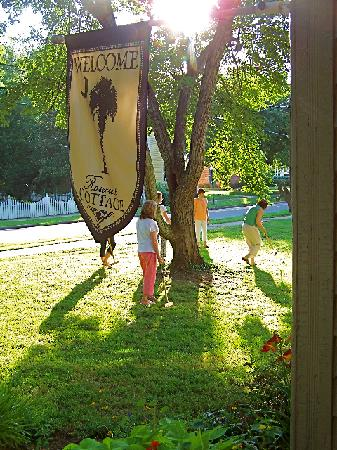 Rosecrest Cottage Bed & Breakfast: We played croquet and sipped on fresh lemonade.