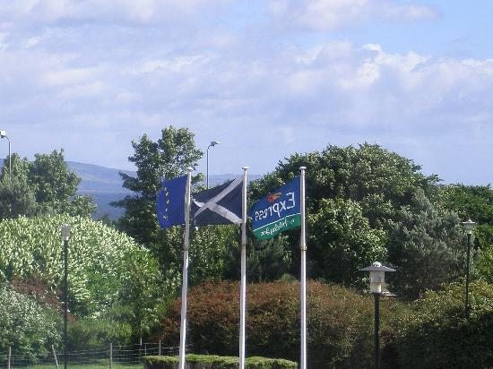 Holiday Inn Express Inverness: Outside the hotel