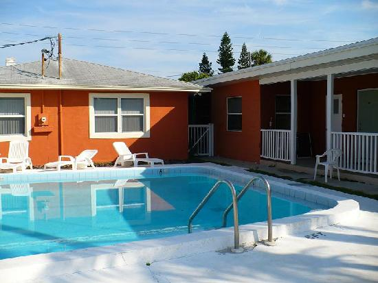 Swashbuckler Motel : Pool 2