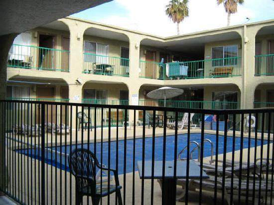 Havasu Sands All Suite Resort: Courtyard Pool & SPA