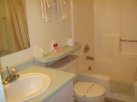 Havasu Sands All Suite Resort: Full Bath in Each Suite