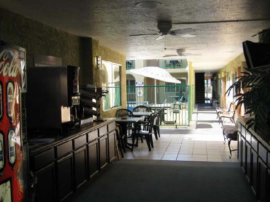 ذا ساندز فاكيشن ريزورت: Breakfast Area Beside Pool