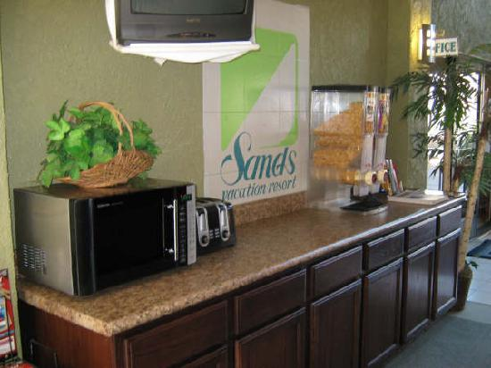 Havasu Sands All Suite Resort: Free Contential Breakfast