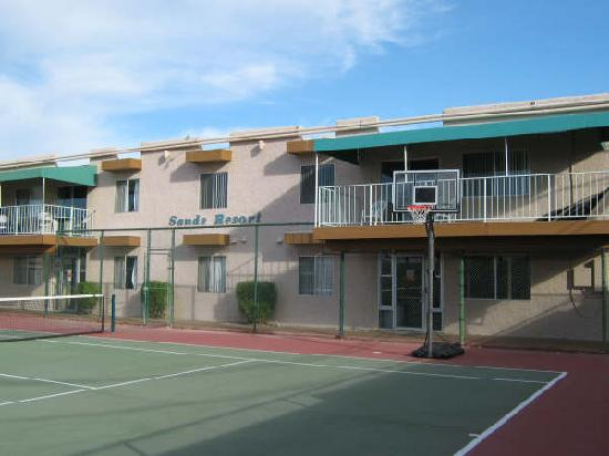 Havasu Sands All Suite Resort: Balconies Overlooking Tennis Court