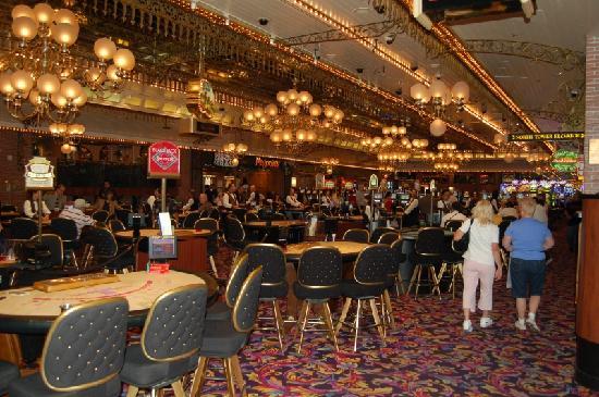 4 queens casino gambling in the uk wiki