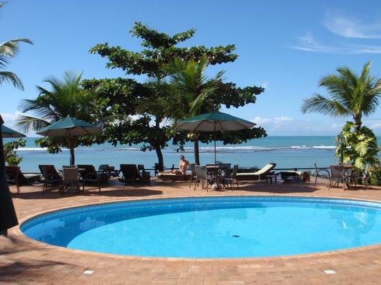 Privillage Praia: Vista da maravilhosa piscina de frente para o mar