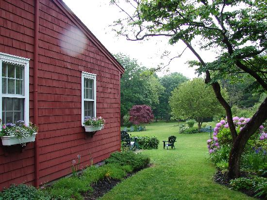 Woods Hole Passage Bed & Breakfast Inn: Near the main entrance
