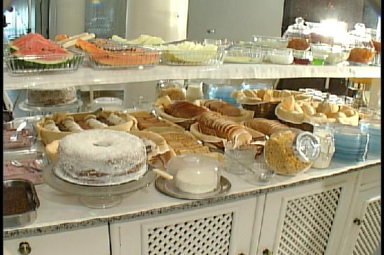 Hotel Araucária: Breakfast