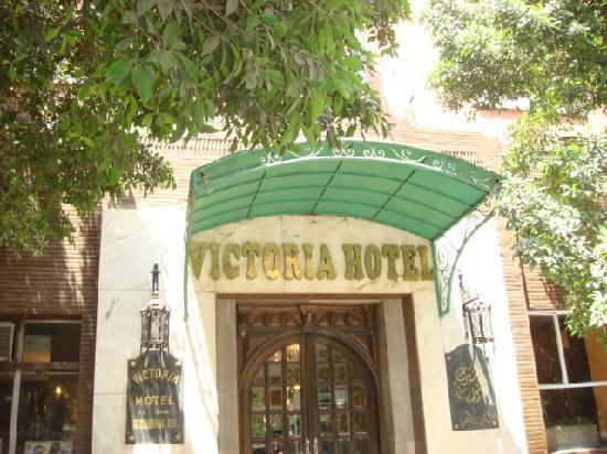 Victoria Hotel: 正面玄関