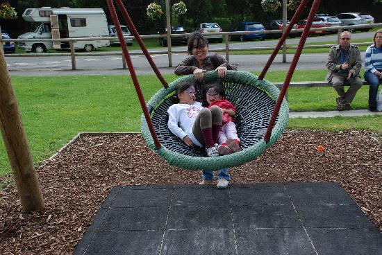 Blair Drummond Safari and Adventure Park: Even the swing is a Giant Cup that sit 3 kids easily!