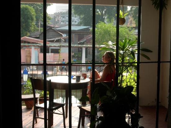 River View Guest House: Dernier petit café sur le patio avant de partir pour la journée.