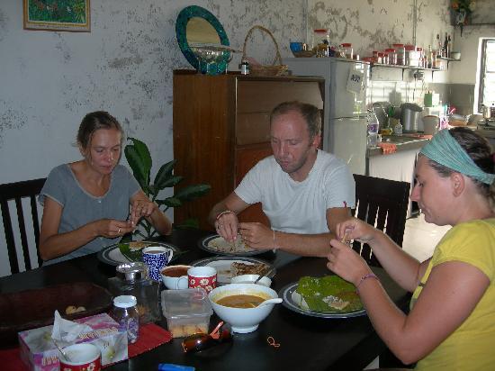 River View Guest House: petit déj dans la salle à manger avec des amis