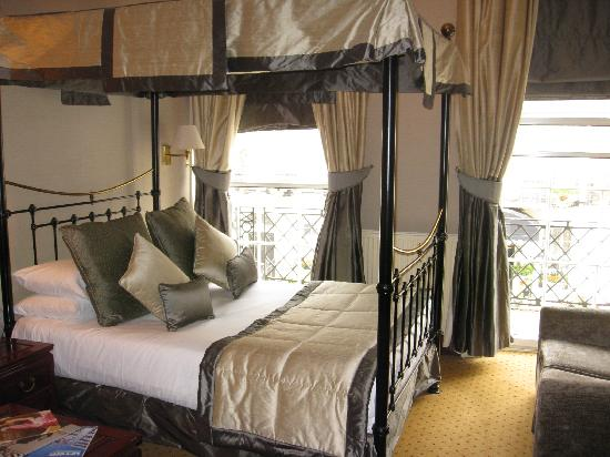 Grange White Hall Hotel: the four poster room