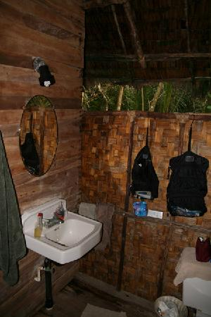 Kosrae Village Ecolodge & Dive Resort: Badezimmer