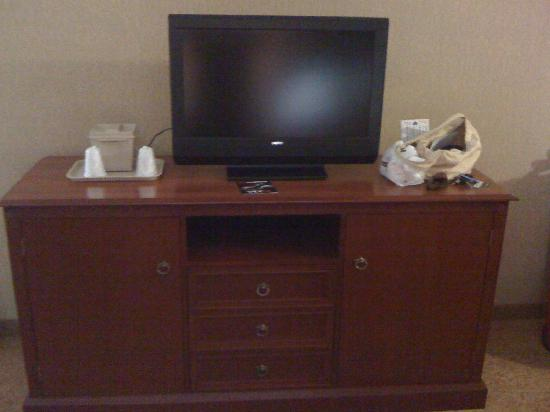 Country Inn & Suites By Carlson, Nashville Airport : Widescreen TV