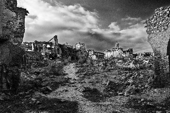 Belchite: Parte trasera de las fachadas de la calle mayor.