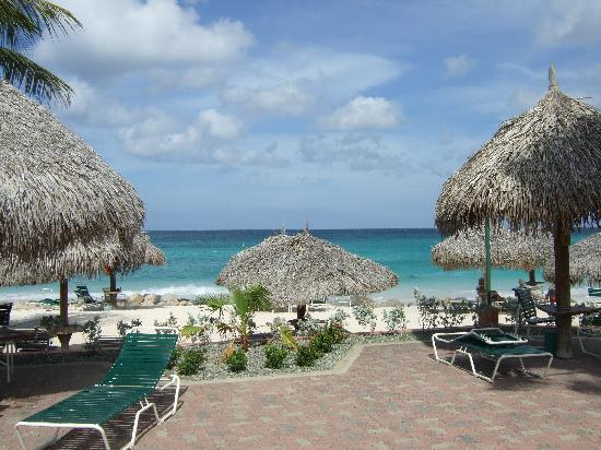 Aruba Beach Club: Beach from the pool patio at ABC