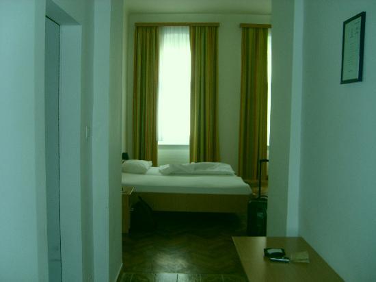 Suite Hotel 200m zum Prater: entrada habitacion