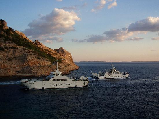 Hotel Ablana: Ferries