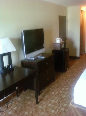 Baymont Inn & Suites Augusta West: Desk and HDTV